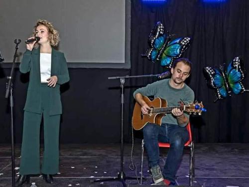 RE Duo Bas en Esmee (zang en gitaar)